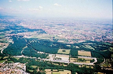 http://www.superf1.be/spip/IMG/jpg/Monza_aerial_photo1.jpg