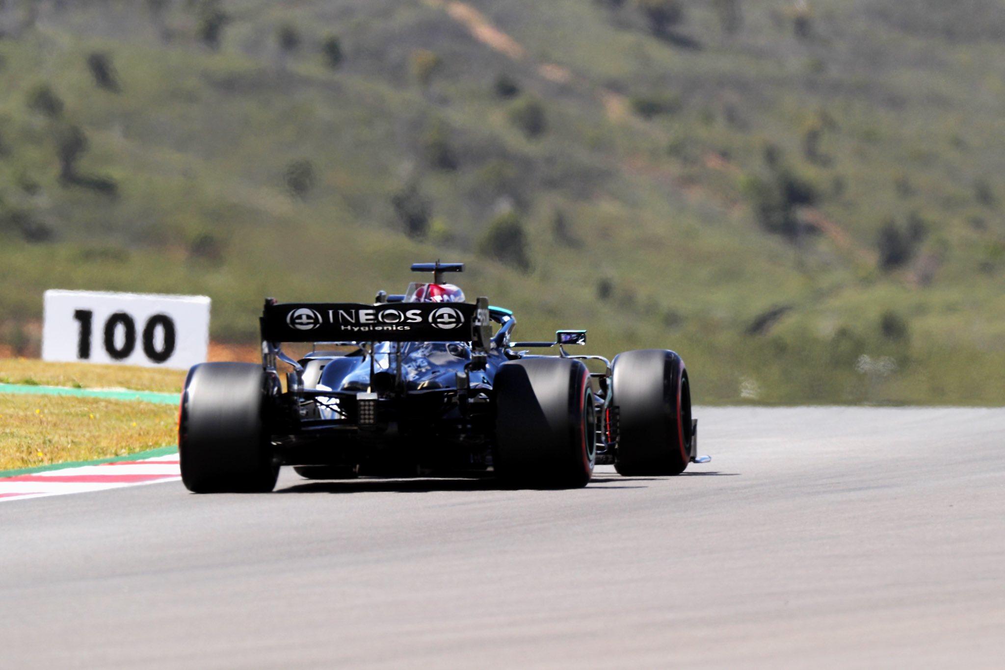 Les Mercedes s'élanceront devant les RedBull au Portugal