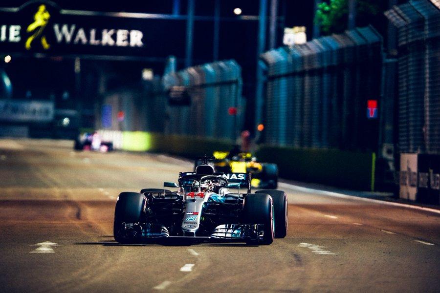Hamilton en pole grâce à un tour parfait!
