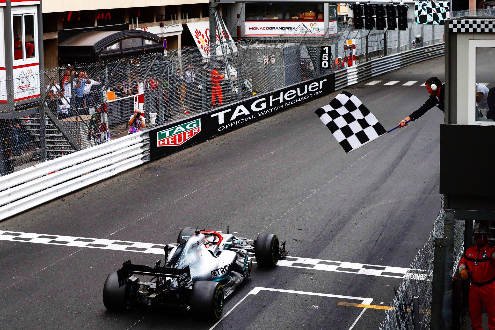 Hamilton rend hommage à Niki Lauda en remportant le GP de Monaco