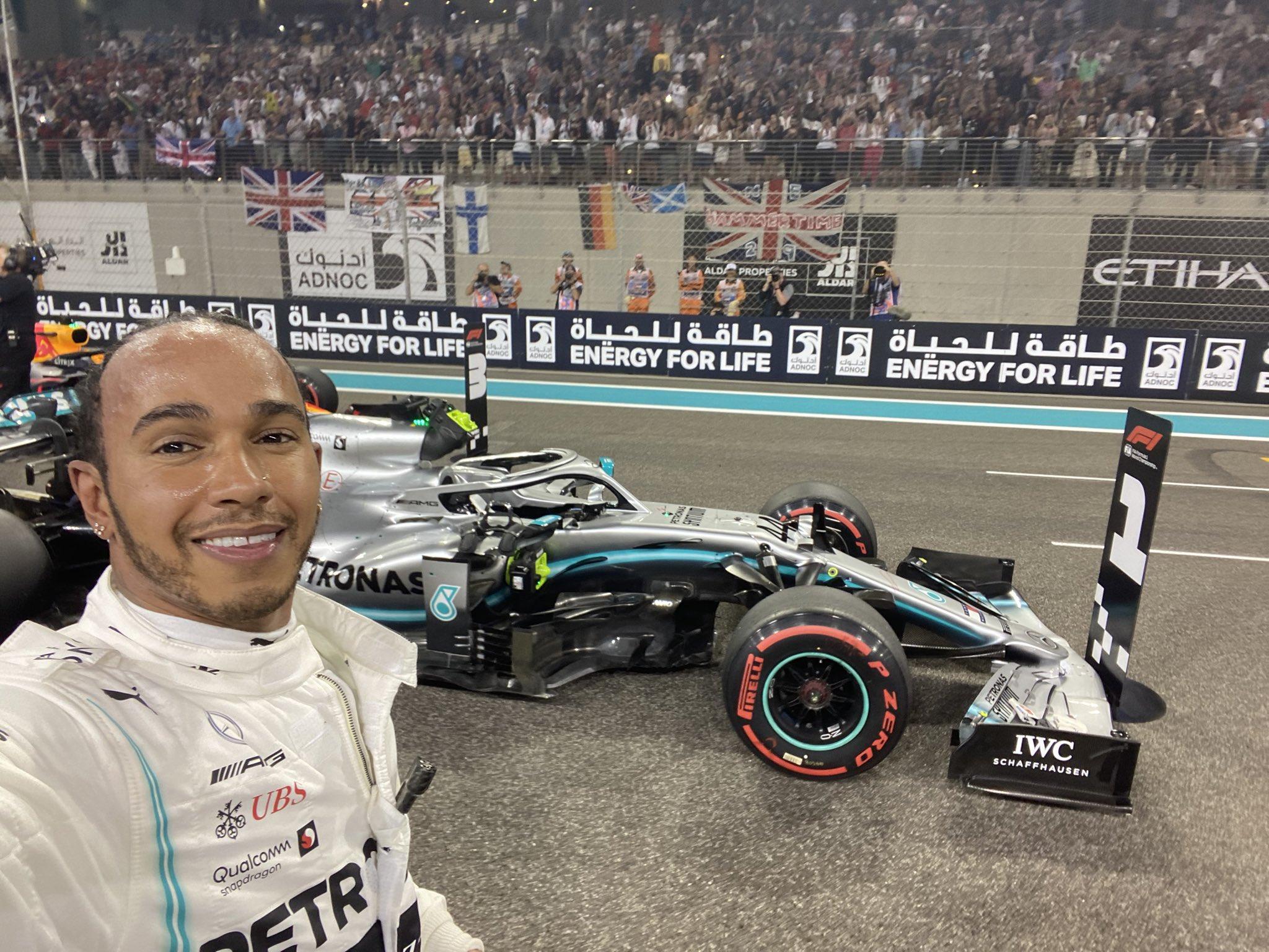 Hamilton renoue avec la pole pour la dernière de la saison