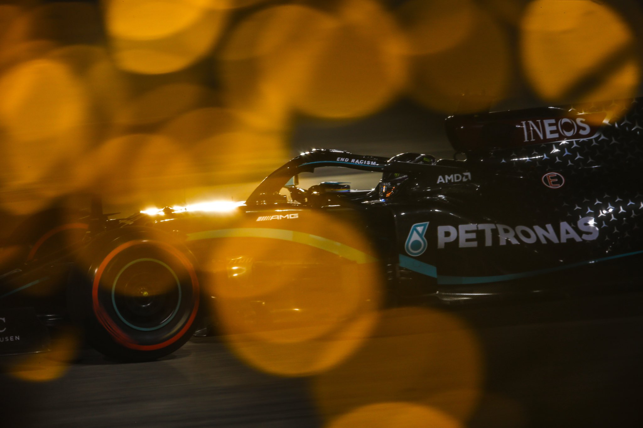 Hamilton remporte une course marquée par 2 gros crashs