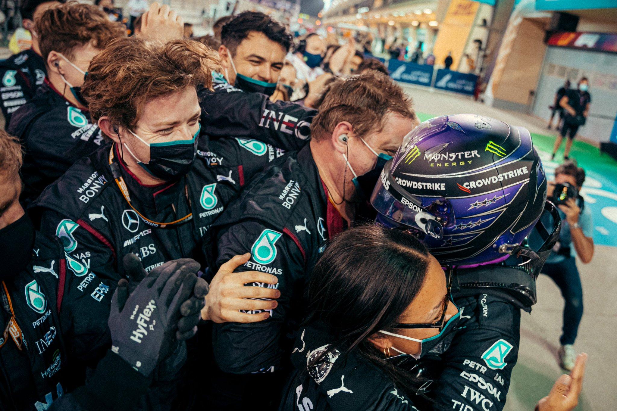 Hamilton arrache la victoire à Verstappen