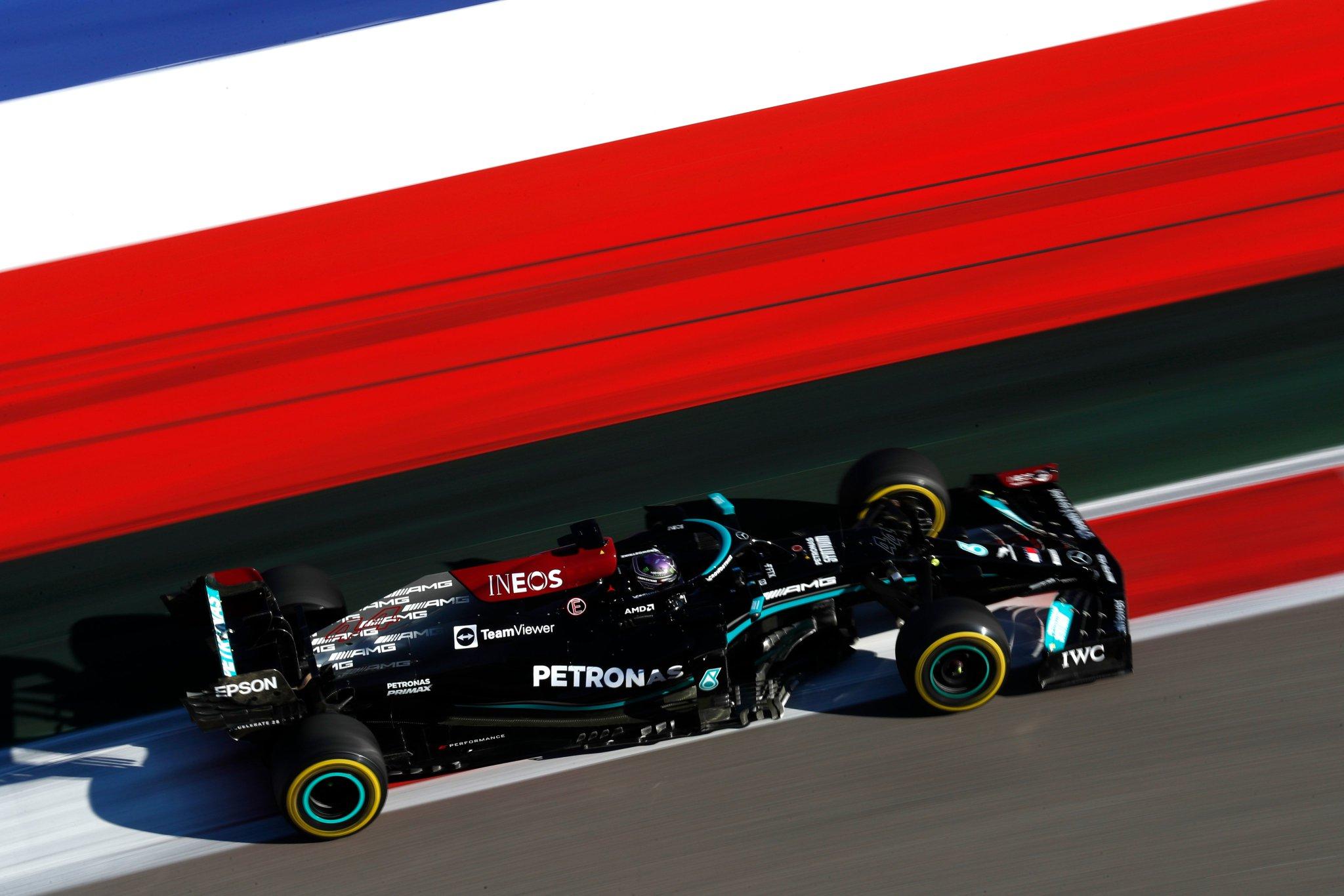 Aidé par la pluie, Hamilton remporte sa 100ème victoire en Russie