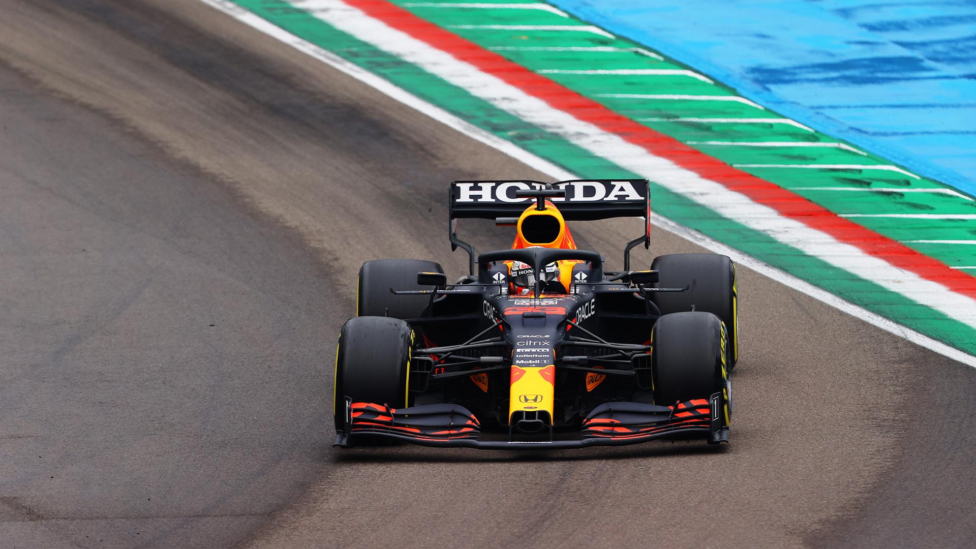 Verstappen s'impose en patron à Imola