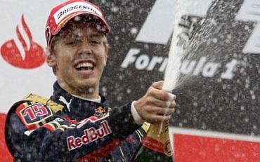 http://www.superf1.be/spip/IMG/jpg/vettel-monza-podium.jpg